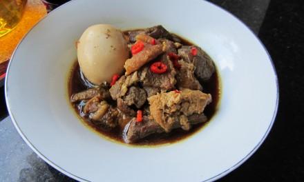 Tau Eu Bak  (Braised Pork with Hardboiled Eggs)