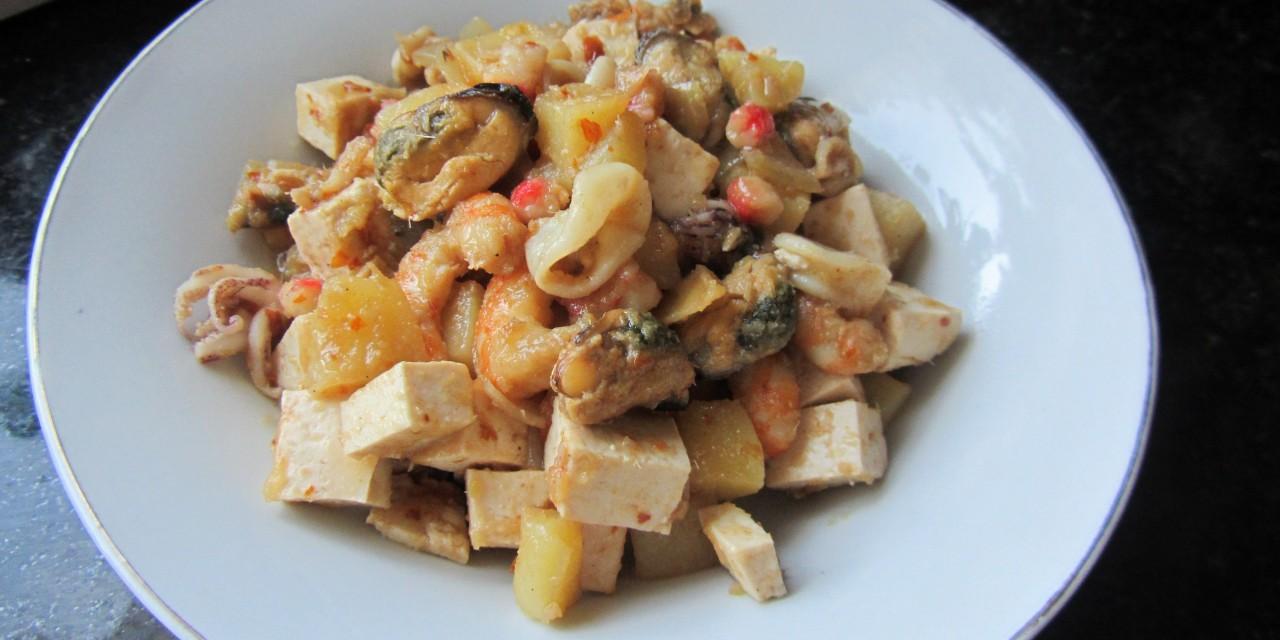 Spicy Lemongrass Tofu & Mixed Seafood